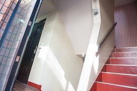 maroon 玄関